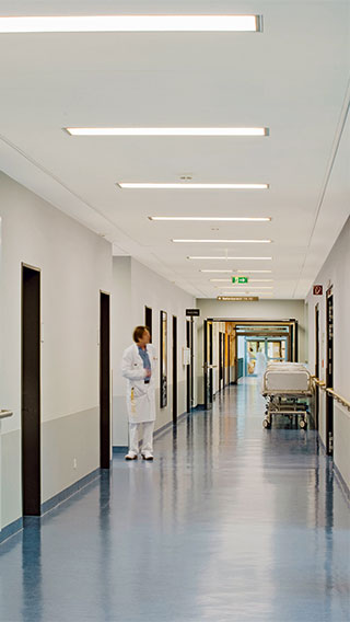 Philips Lighting illumina i corridoi della Clinica Asklepios Barmbek, in Germania