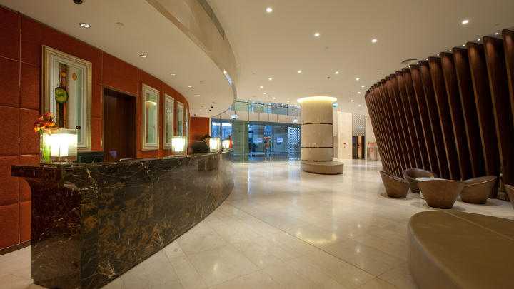 La reception di un hotel a Dubai illuminata da Philips Lighting