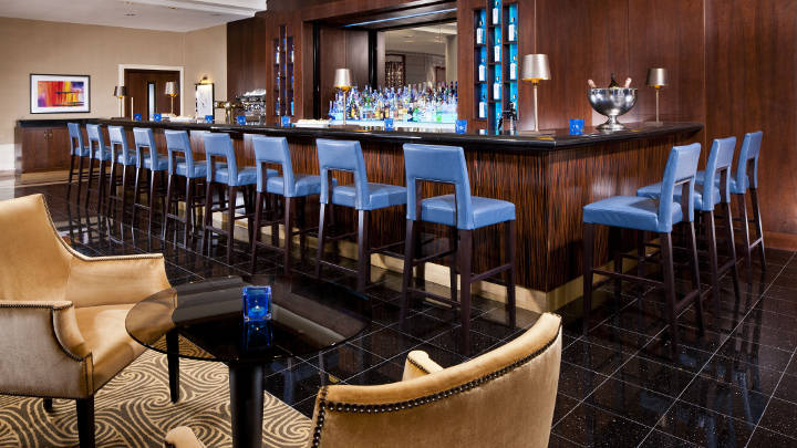 Philips Lighting illumina il bar del Marriott Hotel Praga