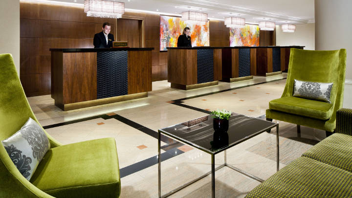 La reception del Marriott Hotel Praga illuminata da Philips Lighting