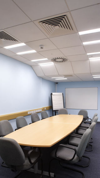 Philips Lighting illumina la sala riunioni del Sedgemoor District Council, nel Somerset, Regno Unito