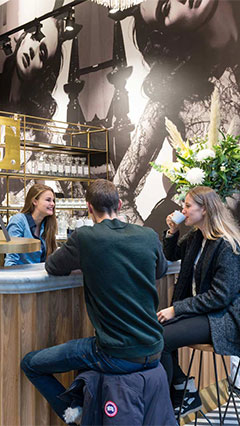Philips Lighting illumina l'angolo caffetteria del negozio SuperTrash ad Amsterdam