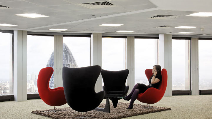 Area per le pause nella Tower 42 illuminata da Philips Lighting