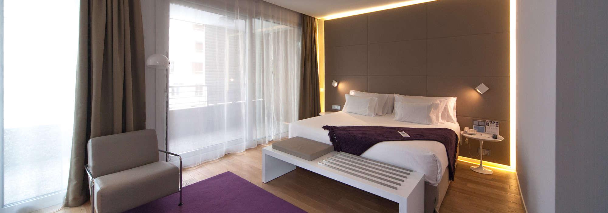 Illuminazione Facciate Hotel: Illuminazione facciate hotel le atmosfere luminose per il giardino.